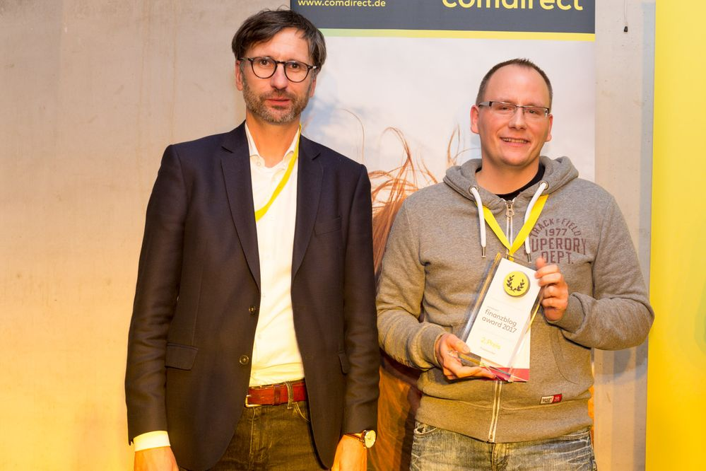Der zweite Platz ging an das Blog Finanzrocker (im Bild v.l.n.r.: Sven Deglow, Daniel Korth)
