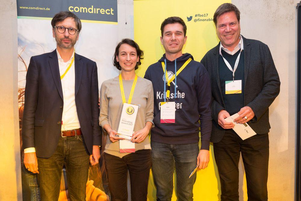 Madame Moneypenny gewann den ersten Preis des comdirect finanzblog awards 2017 (im Bild v.l.n.r.: Sven Deglow, Natascha Wegelin, Stefan Erlich, Jörg Sadrozinski)
