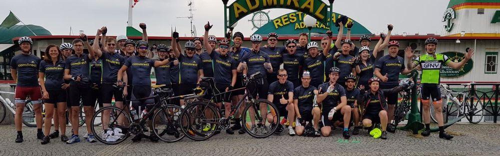 Die Teilnehmer des 5. Techbikers-Ride beim Start in Prag.